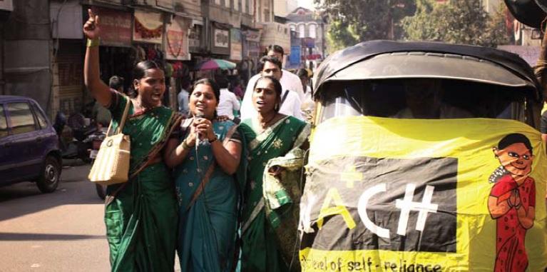 Manifestação por dignidade. Fonte Amit Thavaraj, KKPKP e SWaCH.