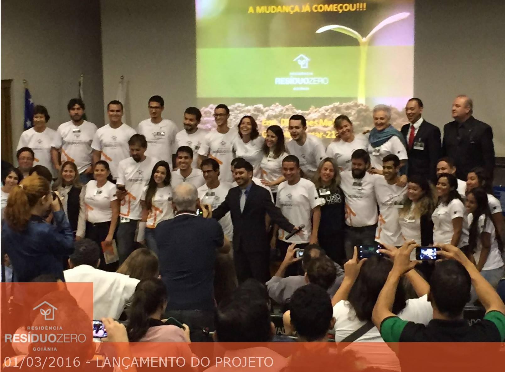 Lançamento do Projeto Residência Resíduo Zero Goiânia juntamente com a equipe gestora, autoridades e convidados.