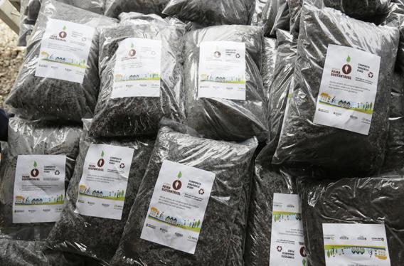 São Paulo 2015-12-15 Inauguração do Pátio Descentralizado de Compostagem de Resíduos de Feiras Livres, Serviços de Poda e Roçagem de Áreas Ajardinadas - Prefeito de São Paulo Fernando Haddad - Foto Cesar Ogata / SECOM