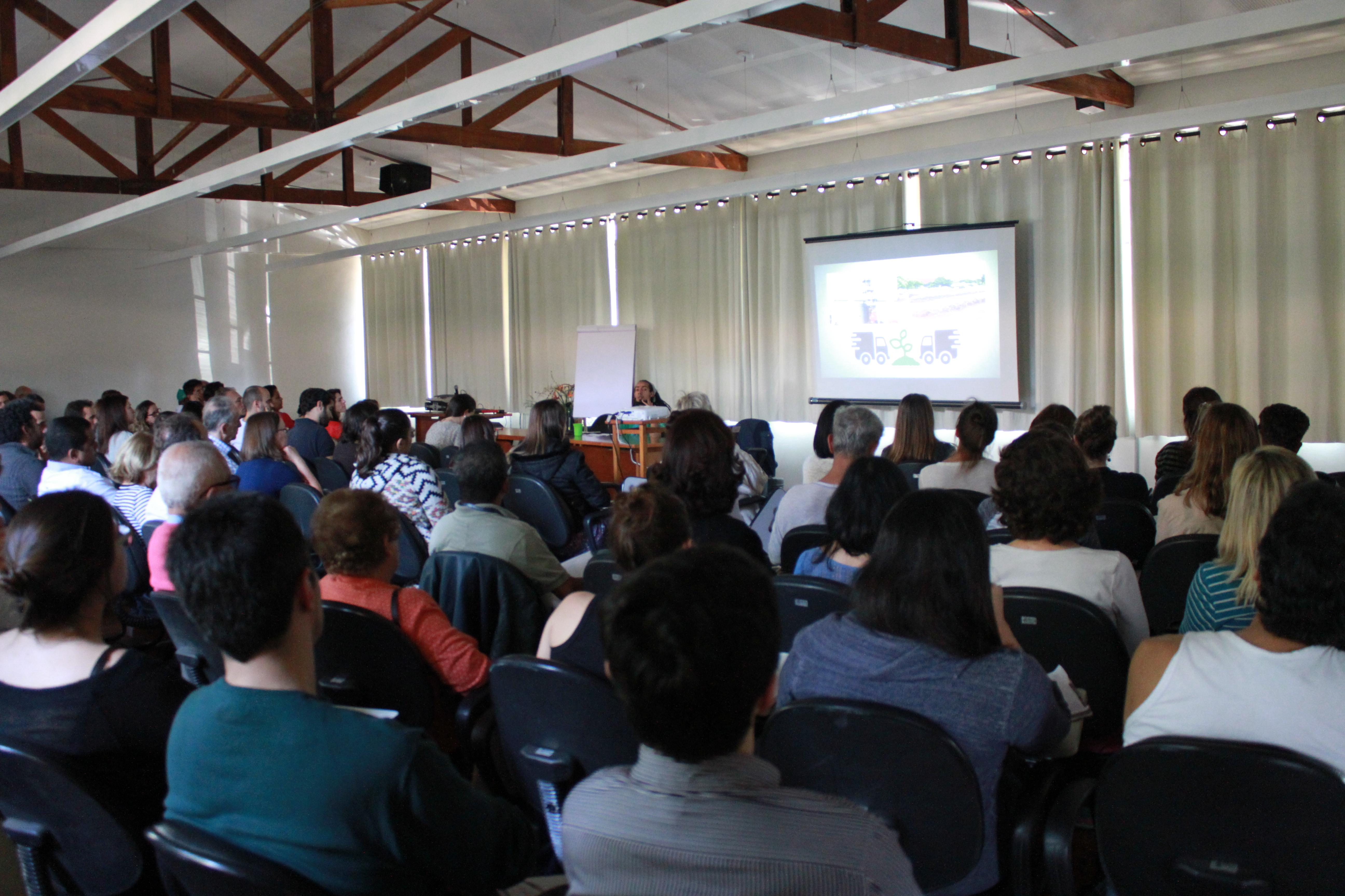 Público no Auditório da UMAPAZ - Parque do Ibirapuera.